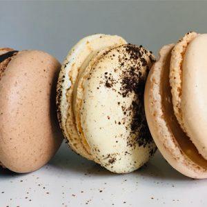 Macarons chocolat, café et caramel beurre salé